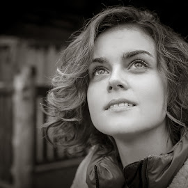 Girl by Oleg Utyuzh - People Portraits of Women ( b&w, black and white, girl, portrait, look,  )