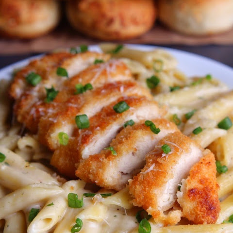 30-Minute Garlic Parmesan Pasta with Crispy Chicken