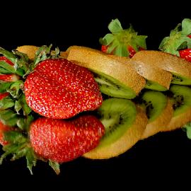 kiwi with srawberry by LADOCKi Elvira - Food & Drink Fruits & Vegetables ( fruits )