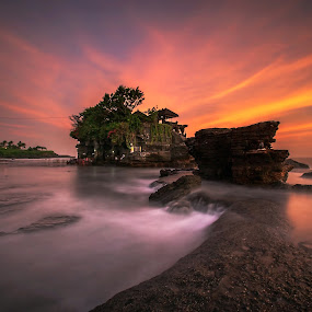 Tanah Lot Temple  by Bertoni Siswanto - Landscapes Travel ( bali, indonesia, indonesia tourism, seascapes, sunset, bertoni siswanto, tanah lot, travel, tabanan, waterscapes, landscapes, wonderful,  )