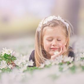 white flowers by Danuta Czapka - Babies & Children Child Portraits ( white flowers, child photography, child portrait, children, childhood )