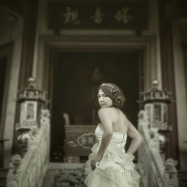 No one could look as good as you... by Asg Belajar Motret - Wedding Bride