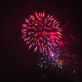 by Will McNamee - Abstract Fire & Fireworks ( patty_j_ball@hotmail.com; donaldbarber11@msn.com; donaldbarber11@msn.com; d3a1@aol.com;  postholes2002@yahoo.com; )