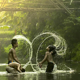 Happy it Simple -2 by Dedi Prihatno - People Family ( KidsOfSummer )