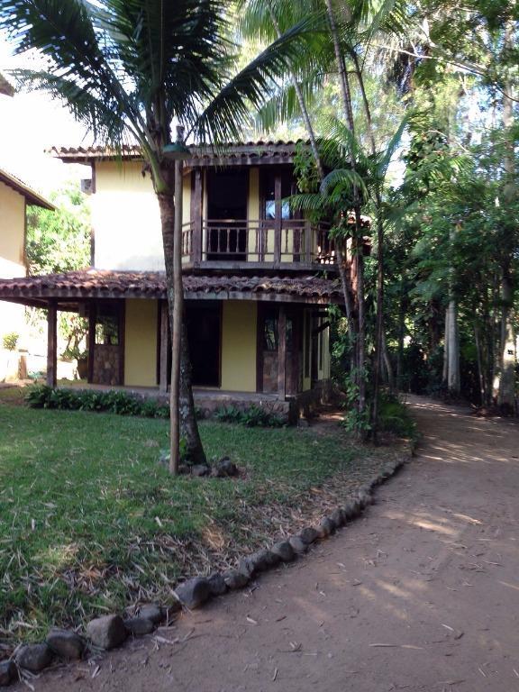 Linda casa em condomínio fechado no Perequê!!