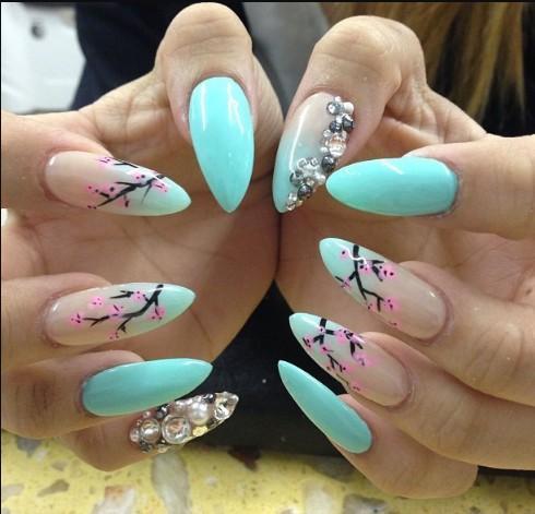 Летний дизайн ногтей стилет