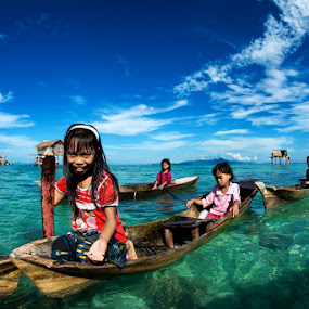 Children of the sea by Siew Jun Han - People Street & Candids ( sky, blue, semporna, boats, children, sea, ocean, malaysia, kids, sabah )