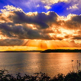 falmouth sunset by Keith Sutton - Landscapes Waterscapes ( sunbeams, sunset, seascape, gold, ocean view )