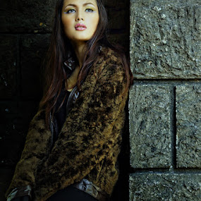 Ragged by Peter Lopez - People Fashion