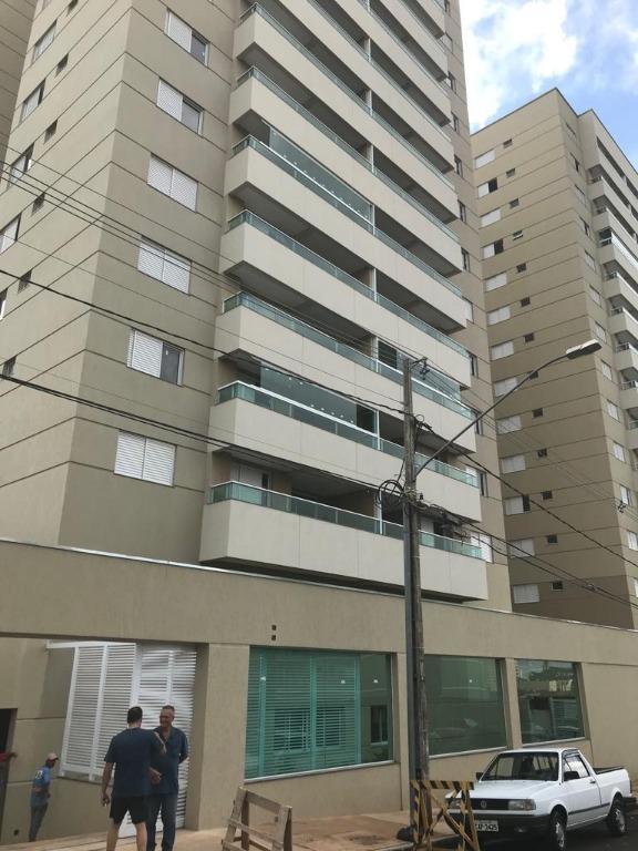 Apartamento com 3 dormitórios para alugar, 1 m² por R$ 1.800/mês - Universitário - Uberaba/MG