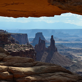 Mesa Arch, Canyonlands by Mike Hayter - Landscapes Caves & Formations ( mountains, arch, red rock, canyon, mesa arch, usa )