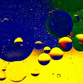 by Thomas Thain - Abstract Water Drops & Splashes
