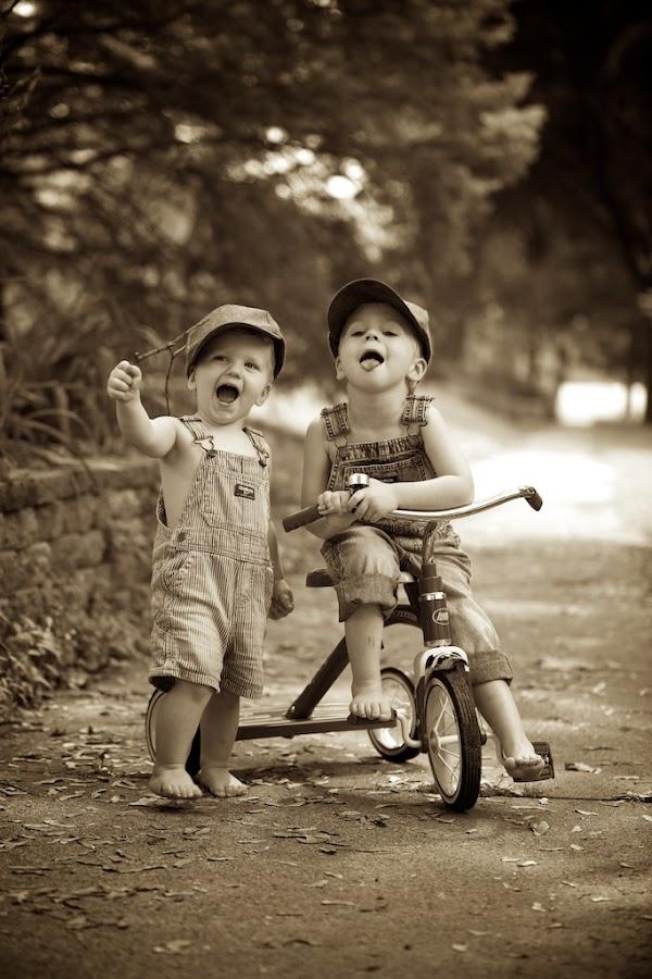 Lookie me guys.... by Scott Koukal - Babies & Children Child Portraits