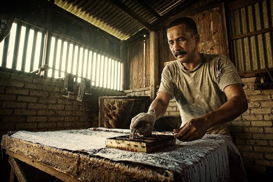 Batik The Making by Nuzul Taufiq - Professional People Business People ( seberang takir, batikterengganu, poster pembuatan batik, ganungbatik, tahun melawat terengganu, batik )