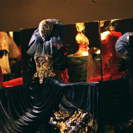 Doina Levinza exibition by Cosmin Tomescu - Artistic Objects Clothing & Accessories ( mirror, red, theatre, costume, doina levinza exibition,  )