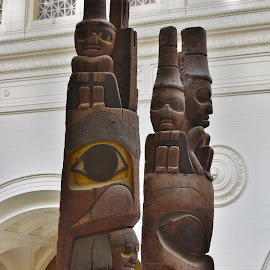 Totem Poles in the Field Museum by John Tuttle - Artistic Objects Education Objects ( carved, totempoles, wooden, totem_pole, wood, pole, carving, museum, yellow, totem, eye )
