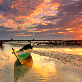 Spirit Morning by Irwansyah St - Landscapes Sunsets & Sunrises ( water, bintan, indonesia, sunset, sunrise, landscape, boat, sun )