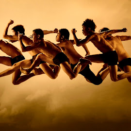 High Stride by Bob Mata - Sports & Fitness Running ( free, run, 3d lights, escape )