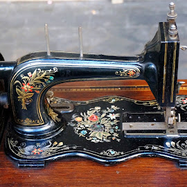 Sewing machine by Sámuel Zalányi - Artistic Objects Technology Objects ( sewing, flea-market, rimini, machine, italy, antique,  )