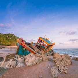 broken boat by Vũ Lê - Transportation Boats ( broken, blue sky, beach, sunset, boat, sea )