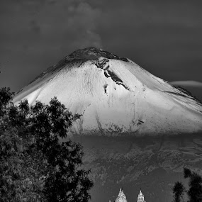 Popocatepet, well capped by Cristobal Garciaferro Rubio - Black & White Landscapes ( cholula, popo, mexico puebla, mexico, popocatepetl )