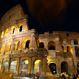 Coliseo de Roma by Juan Tomas Alvarez Minobis - Buildings & Architecture Public & Historical ( colosseum, italia, rome, ghost, night shot )