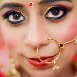 Smile with the eyes by Rohit Khurana - Wedding Bride ( red, wedding, beautiful, smile, bride, eyes )