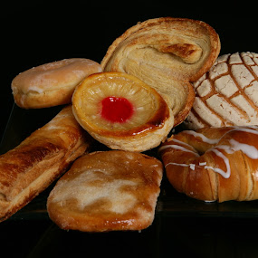 Mexican sweet bread II by Cristobal Garciaferro Rubio - Food & Drink Cooking & Baking ( typical, bread, mexican, sweet bread )