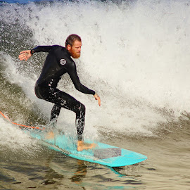 Un barbu by Gérard CHATENET - Sports & Fitness Surfing