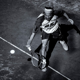 Ready Backhand by Nenad Borojevic Foto - Sports & Fitness Tennis ( shadow, court, lines, tennis, shadows, man, tennis ball )