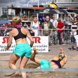 Beach volley by Simo Järvinen - Sports & Fitness Other Sports ( sand, ball, player, female, volleyball, outdoor, sports, summer, game, beach, women )