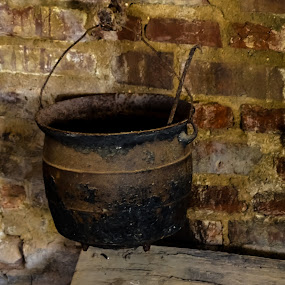 A kettle by Scott Staley - Artistic Objects Antiques ( old, kettle, museum, antique, slave quarters )