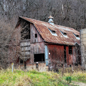 Old Barn between Potosi and Cassville by Jason Lockhart - Buildings & Architecture Decaying & Abandoned ( cassville, wisconsin great river road, old barn, potosi, western wisconsin )