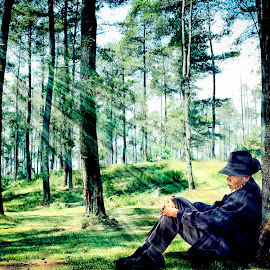 Unwind for a moment by Iqbal Gautama - People Portraits of Men ( canon, love, indonesia, trees, forest, old man, landscape, people, bandung )