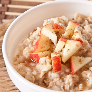 Crockpot Oatmeal with Apples and Cinnamon