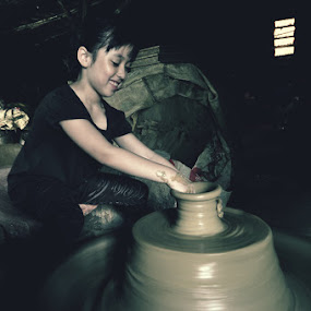 The Potter by Jon Soriano - People Portraits of Women ( child, vigan, ilocos, girl, potter, jonr, pottery, pots, philippines )