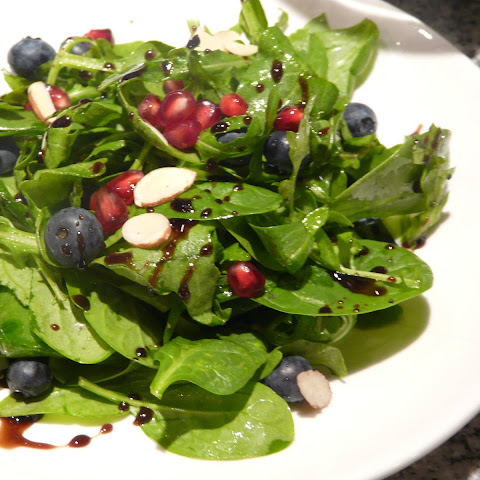 Arugula Salad with Pomegranate Seeds and Blueberries