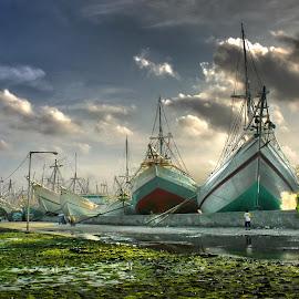 Sunda Kelapa Port by Suloara Allokendek - Transportation Boats ( work, port, boats, traditional, activity )