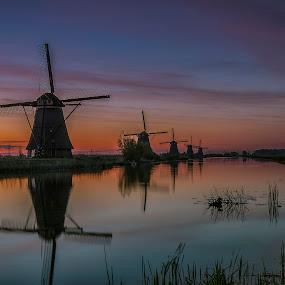 Sunrise windmills Kinderdijk by Henk Smit - Landscapes Sunsets & Sunrises
