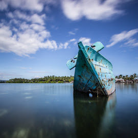 clasic boat down by Rudy Ziyad Gunawan - Transportation Boats ( amazing, canon, nature, beautiful, land, beach, landscapes, landscape, natural )