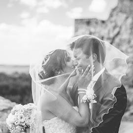 The wedding story www.lubosvrtik.sk by Ľuboš Vrtík - Wedding Bride & Groom ( hotel hradna brana, svadobna fotografia, bratislava, svadba, svadobny fotograf, lubos vrtik, devin, trencin )