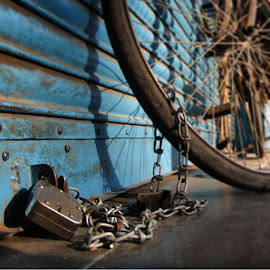 Locked🔗Street photography by Veronica Gera - Transportation Bicycles