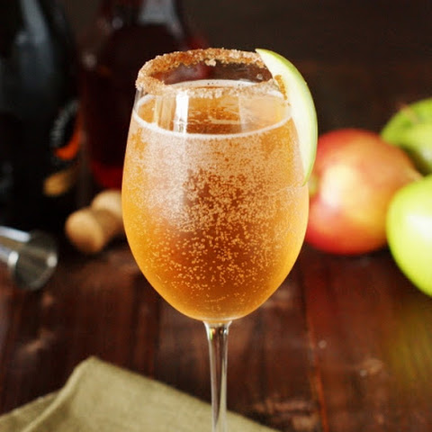 Sparkling Apple Pie Cocktail (Printable recipe)