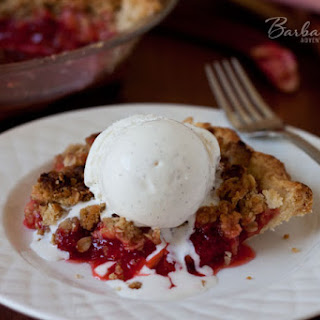 Strawberry Rhubarb Pie with a Streusel Top
