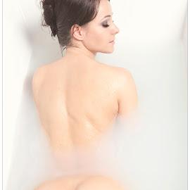 Wet butt photo by Steve Thé - Nudes & Boudoir Artistic Nude ( but, model, nude, female, bath, wet,  )