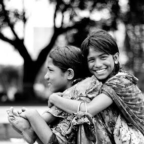 Smile by ডাঃ মুহাম্মদ হাসান - People Street & Candids ( girls, bangladesh, innocence, smile, dhaka )