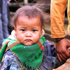 Lao child with mom by Robert Thompson - Babies & Children Children Candids ( child, laos, poor, mom,  )