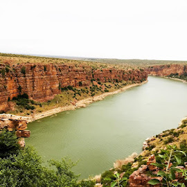 Gandikota, it is home to India's Hidden Grand Canyon. Carved by the Penna River that snakes its way through the Erramala Ranges in Andhra Pradesh, experts believe the canyon is more than a thousand years old. The best part is that the untouched and unexploited natural beauty blends seamlessly with the area's rich historical past. by George Fernandez - Instagram & Mobile iPhone ( #landscapes #canyon #river #view #trip #weekend #drive #naturelovers #instagood #instagram #outdoors #travel #iphoneography )