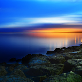Manila bay by Fresco Jr Linga - Landscapes Starscapes