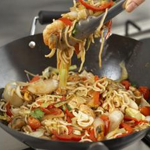 Stir-Fried Seafood with Noodles